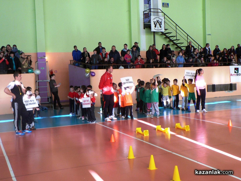 6811faaa8d6 Арена Запад зарадва деца от детските градини с турнир по футбол и награди /  Новини от Казанлък